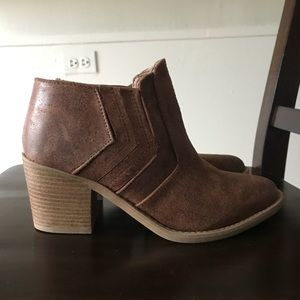Suede ankle boots!